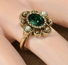 "Vintage 1976 Avon ""Versailles"" Gold Tone Faux Emerald & Pearl Ring Size ... - $13.98"
