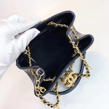 NEW AUTHENTIC CHANEL 2019 BLACK LEATHER DRAWSTRING BUCKET BAG GOLD HW RECEIPT  image 5