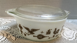 Vintage PYREX Early American Pattern Small Casserole Dish W Lid Brown on... - $12.00
