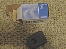New GM Stabilizer Bar Insulator Bushing Rubber 10242081 - $10.29