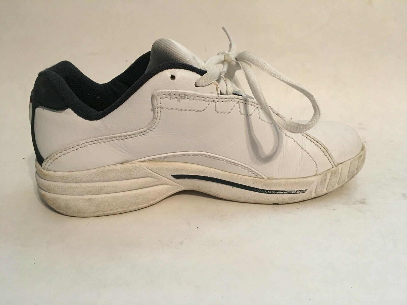 Converse All-Star Womens White Leather Athletic Running Walking Shoes sz 5 image 2