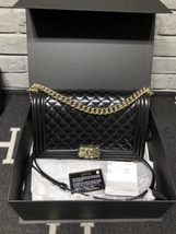 AUTHENTIC CHANEL BLACK PEARLESCENT PATENT LEATHER NEW MEDIUM BOY FLAP BAG SHW