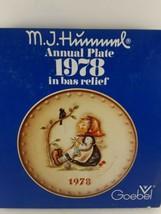 M.J. Hummel 8th Annual Plate 1978 in bas relief - Original Box Hum #271 - $10.66