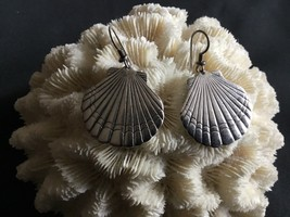 Laurel Burch Scallop Sea Shell Earrings Silver tone Earrings Signed - $26.13