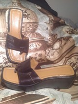 NINE WEST WOMEN'S LOCAO BROWN LEATHER THONG WEDGE SANDALS SHOES SIZE 7.5M - $21.77