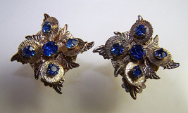 Vtg 50s Blue Prong Set Rhinestone Textured mellow Gold tone Clip Flower ... - $12.85