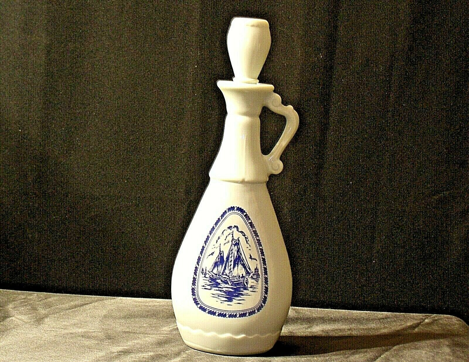 Decanter with Ship Design D-934 119 5 63 AA20-2120 Vintage Tall