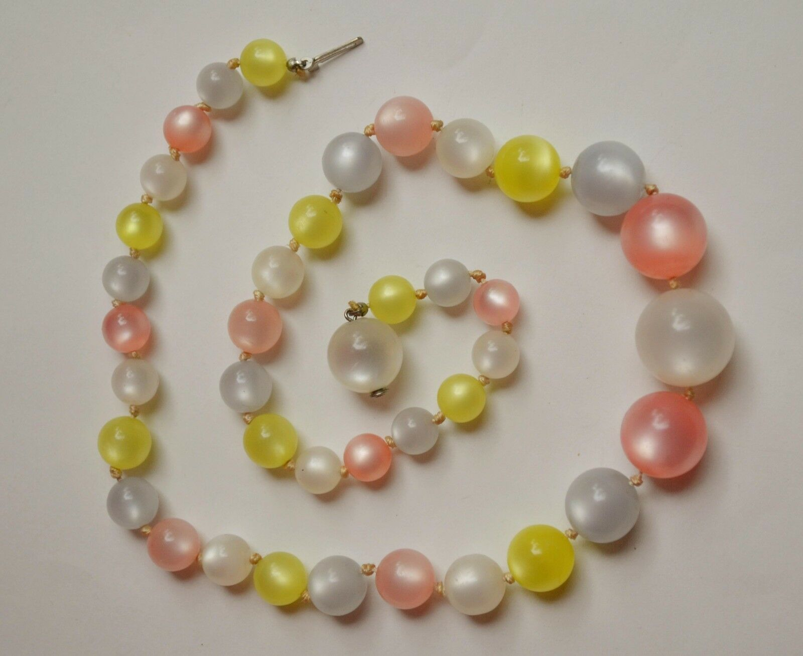 Vintage multicolor pastel moonglow bead necklace pink blue yellow hidden clasp