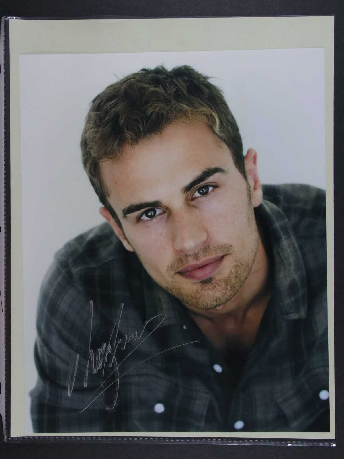 Primary image for Theo James Signed Autographed Glossy 8x10 Photo