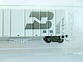 Micro-Trains # 09900312 Burlington Northern 3-Bay Covered Hopper N-Scale image 3