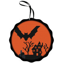 Spooky Bat Kit halloween cross stitch kit Colonial Needle  - $304,44 MXN
