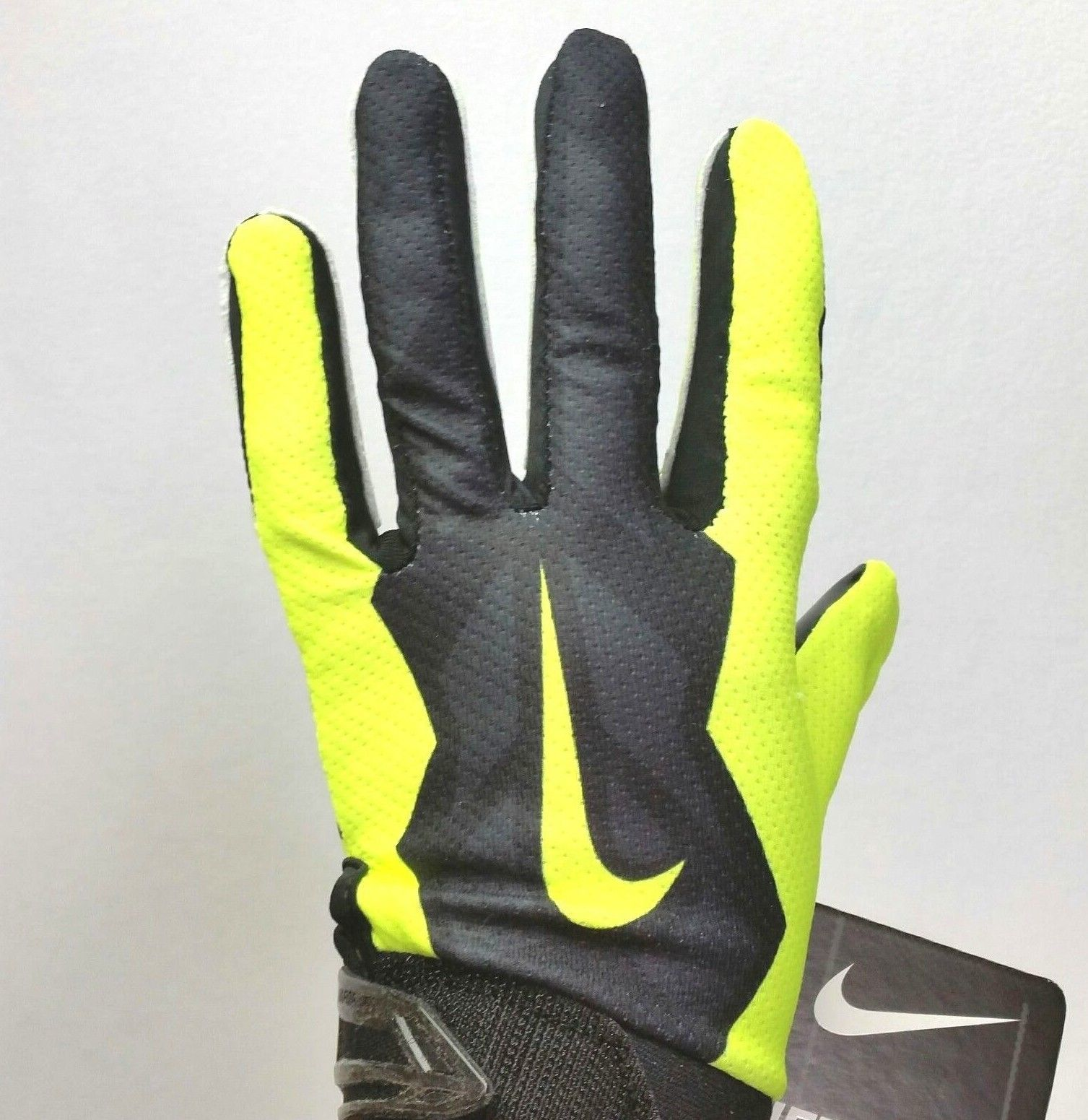 check out 6a79e fa28d Nike Youth Vapor Jet 3.0 Receiving Football and 50 similar items. 57