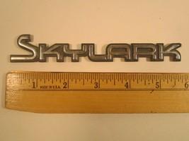 Original Vintage Plastic Car Emblem Buick Skylark [Y64b1] - $13.44