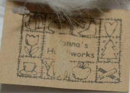 Hanna's Handiworks 63202 Red Glittery Santa Glove Wall Hanger image 8