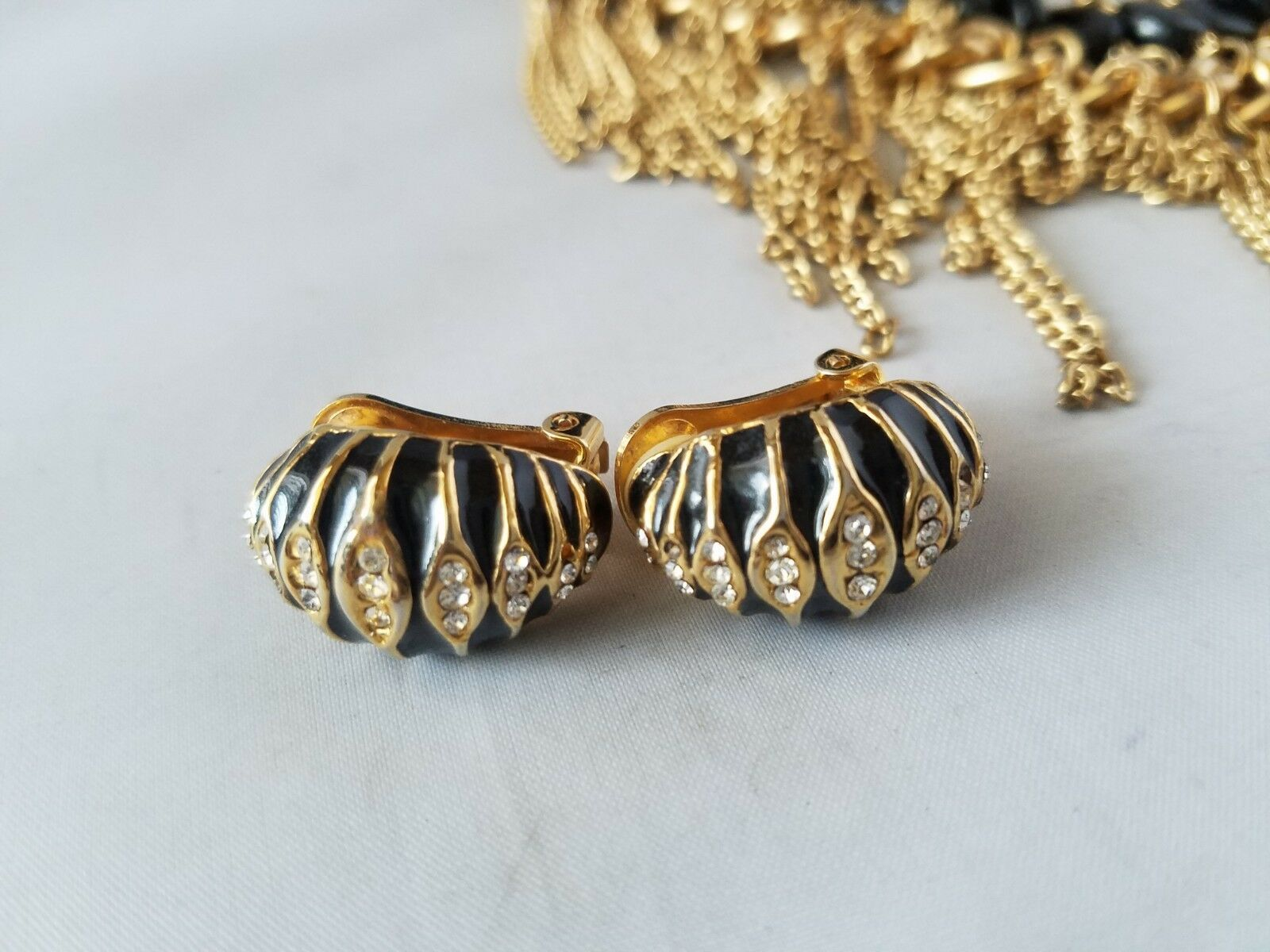Vintage Fashion Statement Necklace Collar Gold Tone Black & Matching Earrings