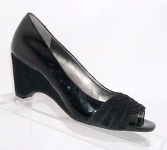 Easy Spirit 'Lauree' black peep toe patent pleated suede peep toe mid wedges 5M - $20.20 CAD