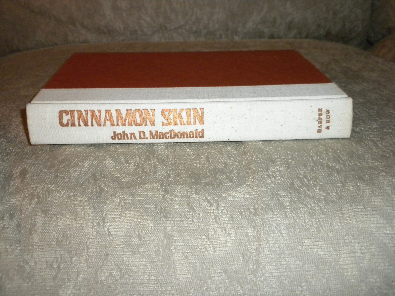 Cinnamon Skin by John MacDonald 1982 Hardcover w Dust Jacket stated 1st Edition