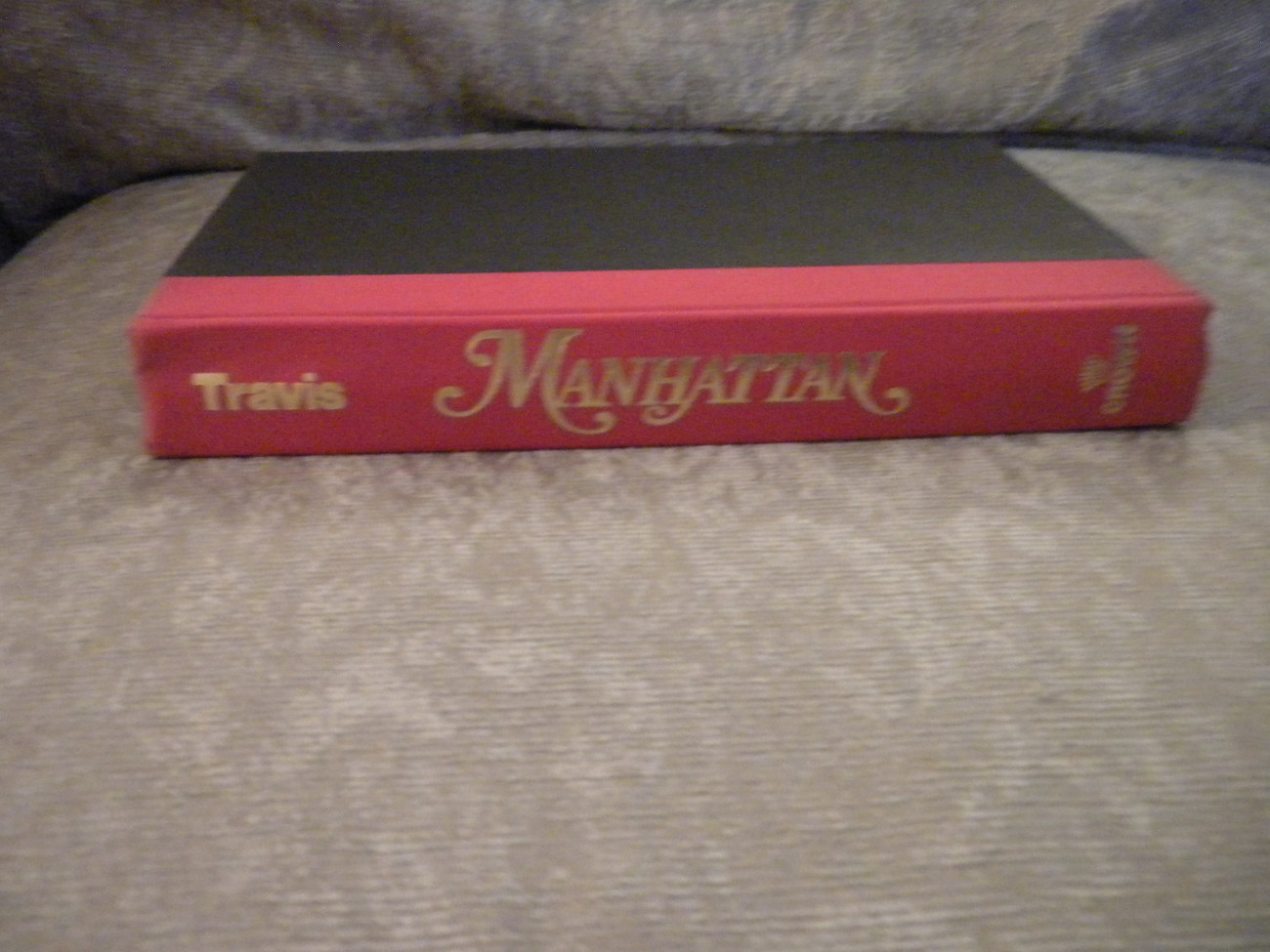 Manhattan by Neal Travis HardCover w Dust Jacket published by Crown 2000 VG