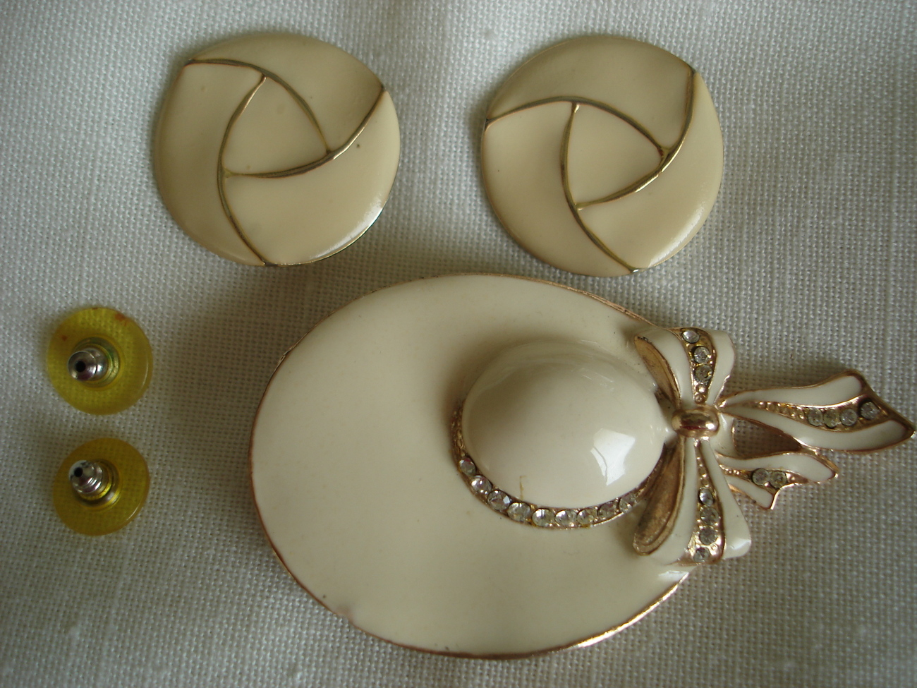 Bonnet Hat Womens Enamel Goldtone Brooch, Earrings Bonanza