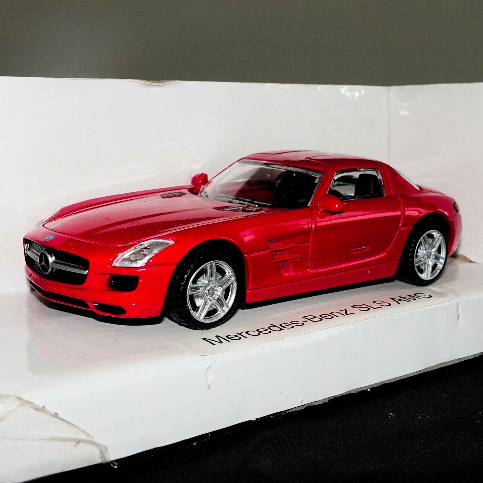 RED MERCEDES BENZ SLS AMG SPORT COUPE CAR MODEL SCALE 1:43