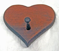SOLID PINE HAND CARVED PINE WOOD WOODEN HEART KEY, HAT, COAT HOLDER WALN... - $7.51