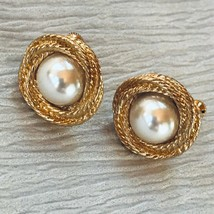 Estate Napier Signed Faux Mabel Pearl Rimmed in Goldtone Twist Round Clip Earrin - $10.39