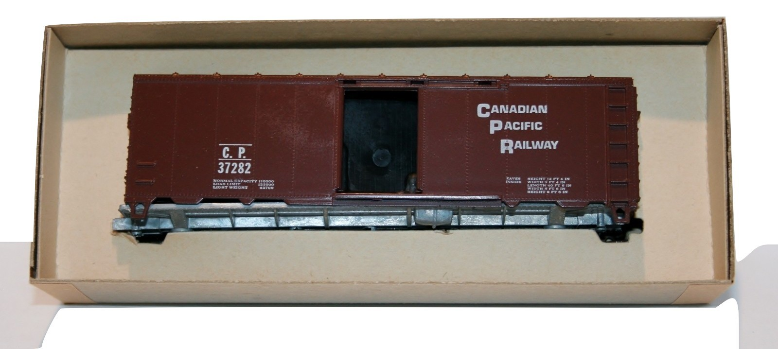 Roundhouse, Canadian Pacific Tuscan Red C. P. 37282 NIB, Item 1056