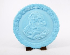 "Blue Satin Glass Plate, ""Madonna...Goldfinch"" 1972 Mothers Day, Fenton Art Glass - $19.55"