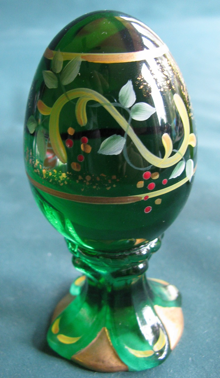 Primary image for Fenton 2000 Limited Edition Egg on Sculpted Base. Green with Hand Painted Wreath