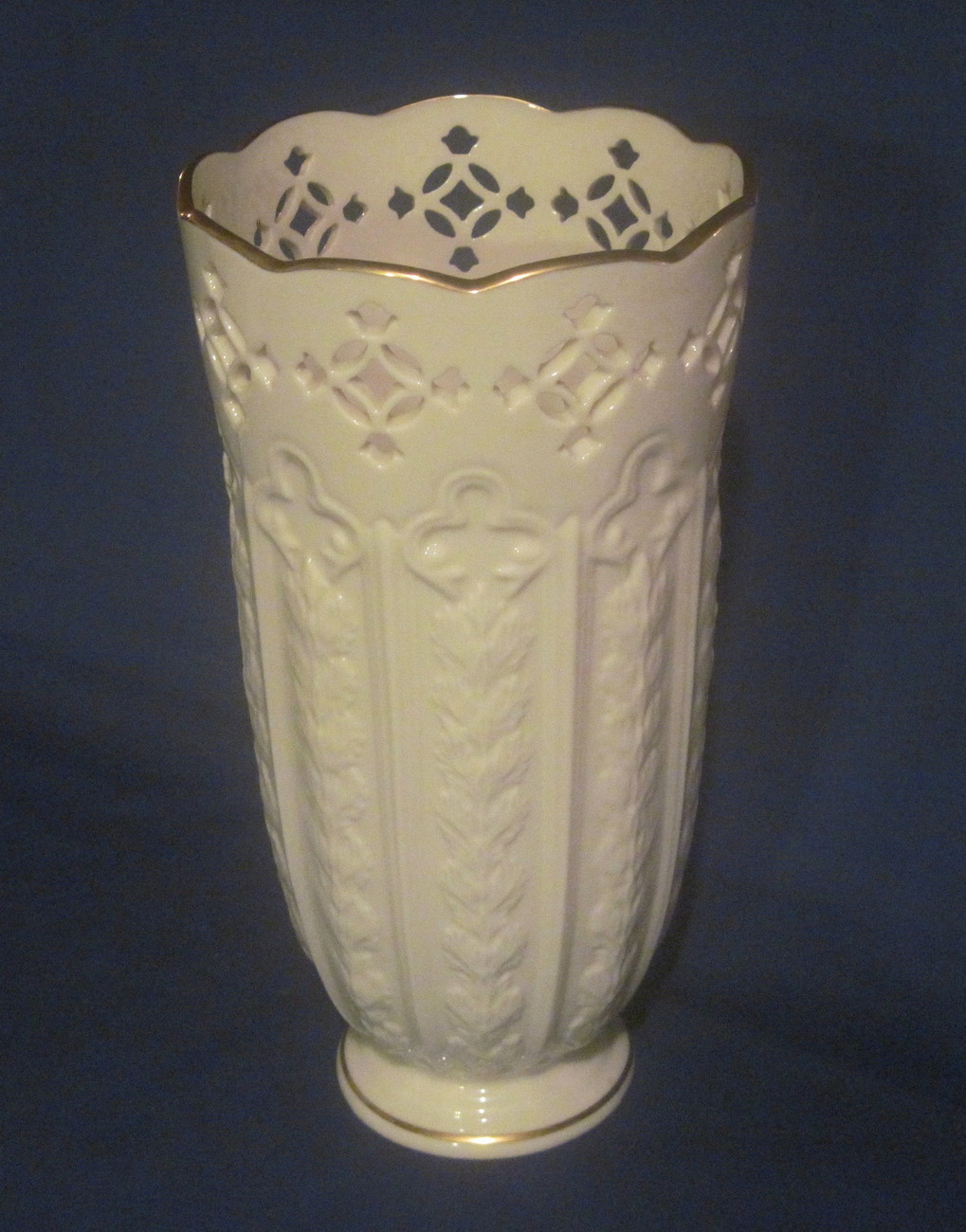 lenox fleur de lis pierced vase 9 5 inch ivory gold vases. Black Bedroom Furniture Sets. Home Design Ideas