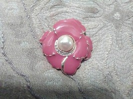 Vintage Golden Pin Brooch Faux Pearl Center Pave Enamelled Pink Flower - $15.00