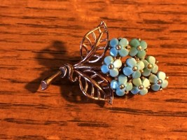 Vintage Crown Trifari Molded Glass Blue Forget Me Not Bouquet Brooch - $94.99