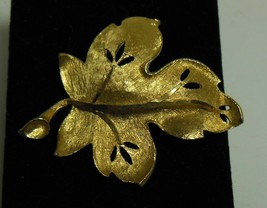 Vintage BSK Textured Gold Tone Leaf Brooch Pin - $12.86