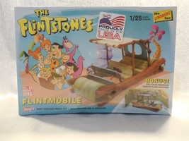 Flintstones 2015 Snapit Lindberg Line Flintmobile 1/25 Scale Model w/Bac... - $9.95