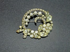 LOVELY VINTAGE VARIOUS-CUT CLEAR RHINESTONES ROUND BROOCH/PIN/FASHION AC... - $52.00