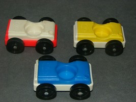Fisher Price Little People: 930 Garage 3 Cars Blue Red Yellow - $12.00
