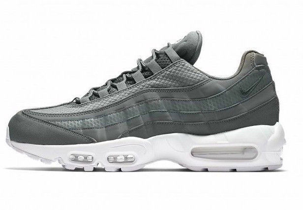 NIKE AIR MAX 95 PREMIUM SE SIZE 12.5 BRAND NEW FAST SHIPPING (924478-002) f59052c4a77