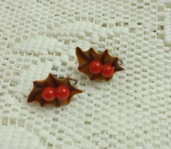 VINTAGE HOLIDAY BROWN HOLLY RED BERRIES CELLULOID PLASTIC SCREW BACK EAR... - $11.85