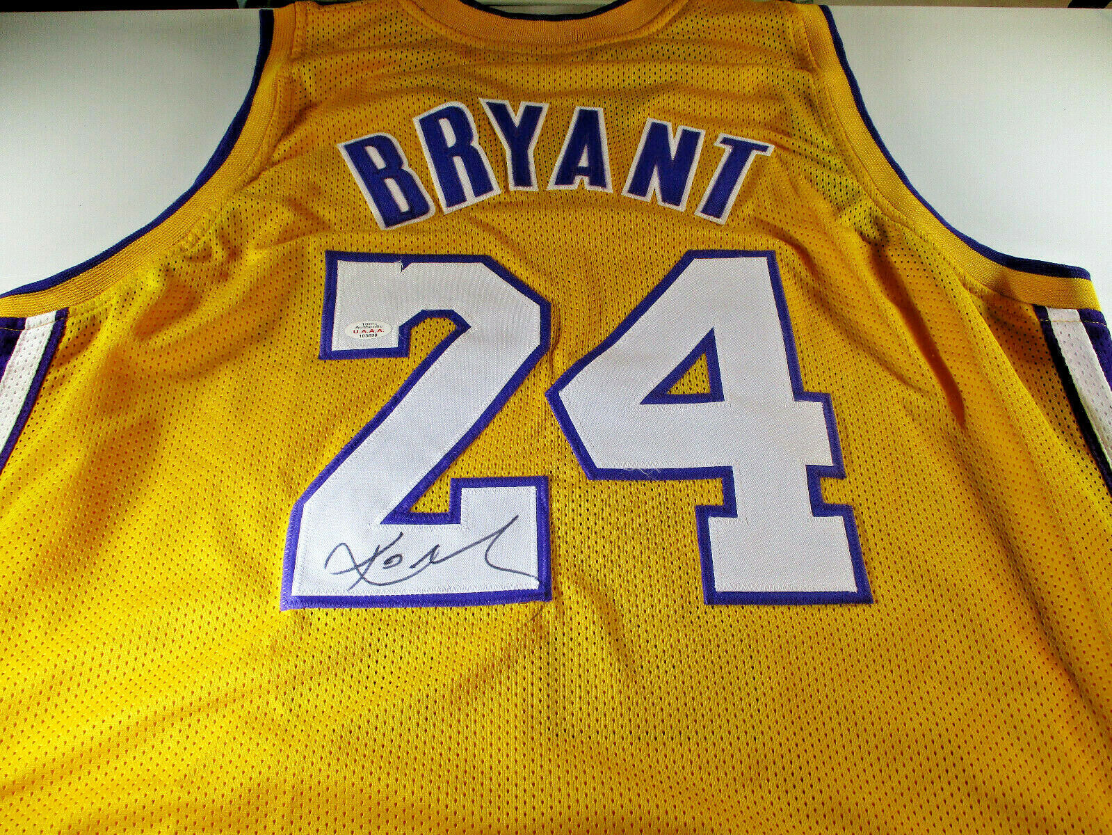KOBE BRYANT / NBA CHAMPION / AUTOGRAPHED LOS ANGELES LAKERS CUSTOM JERSEY / COA