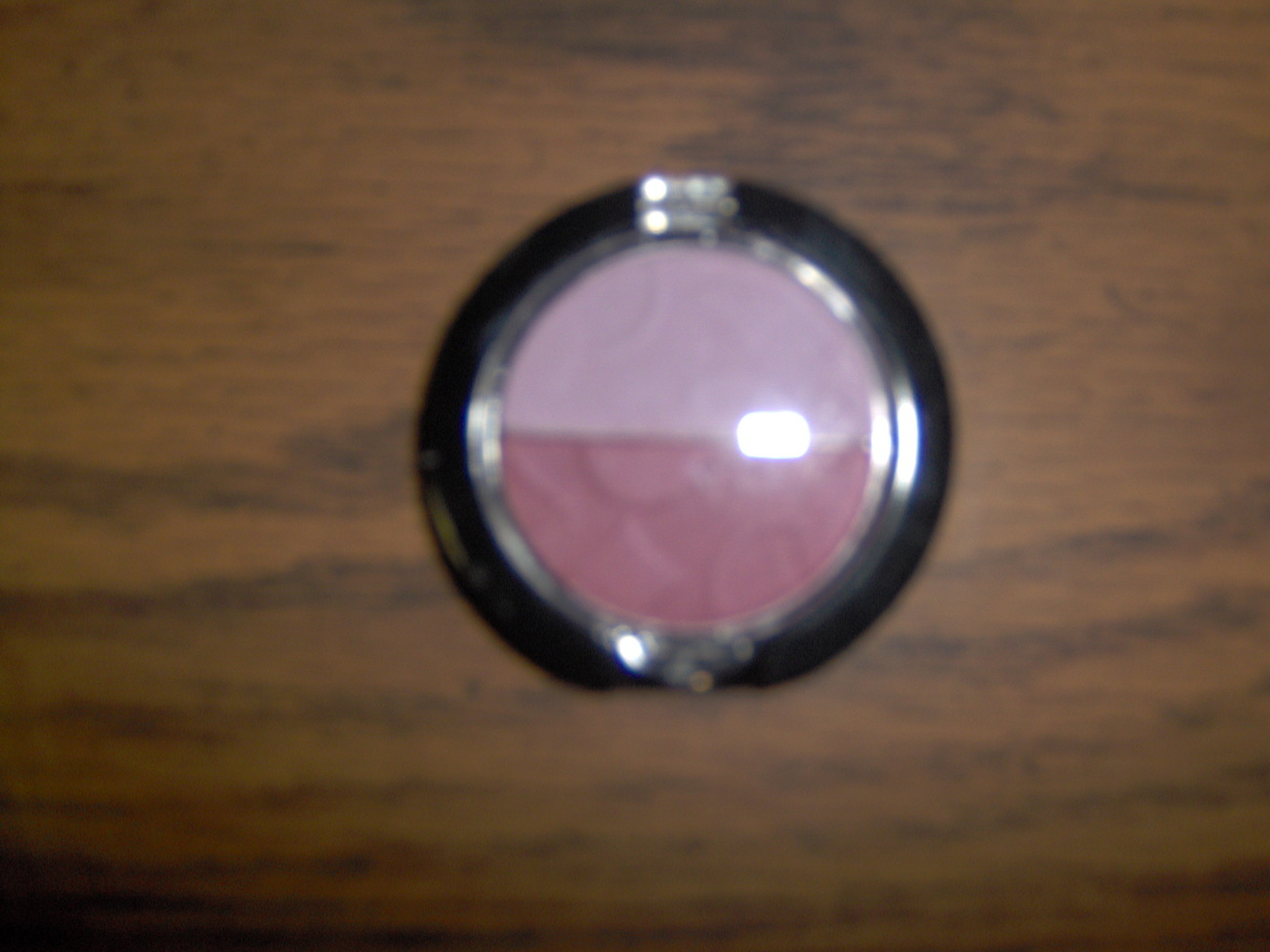 2 Shades of Light Purple Eyeshadow New Bonanza