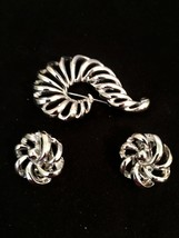 Lisner Vintage Silver Tone Spiral Brooch & Clip Earrings  - $15.79