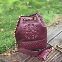 Tory Burch Fleming Mini Leather Bucket Bag - €245,36 EUR