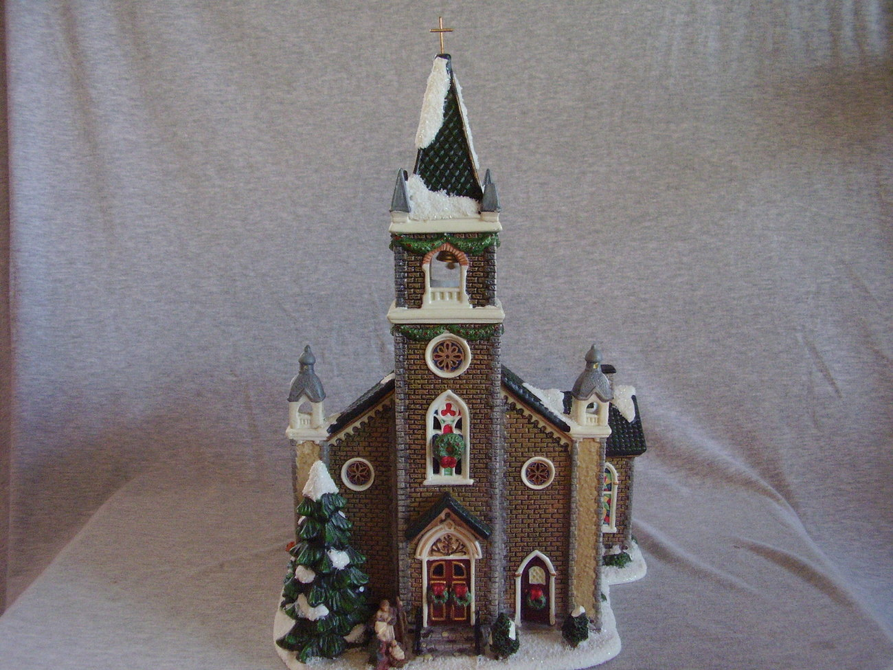St Nicholas Square Village Collection Christmas Chapel 2004