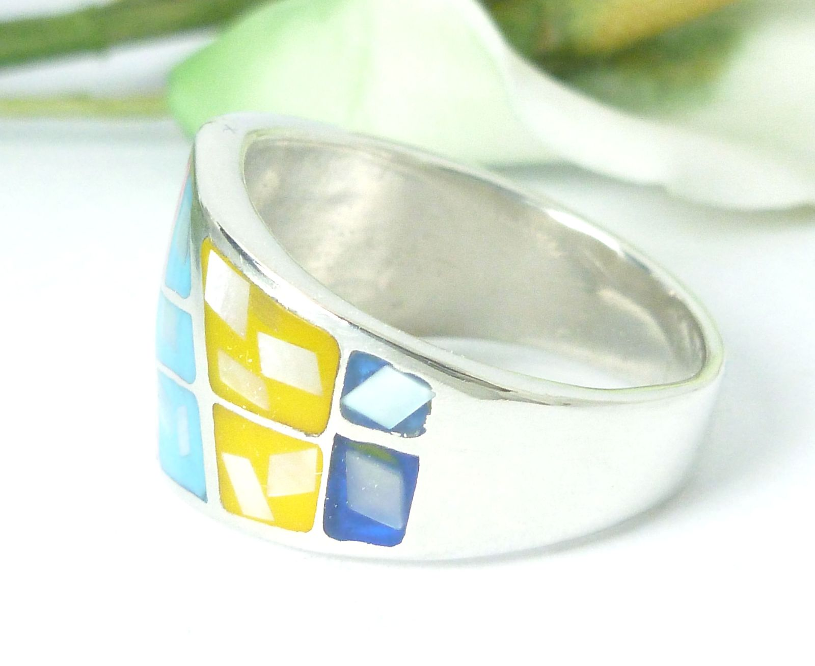 Sterling Silver Colorful Enamel Mother of Pearl Chip Inlay Ring Size 7.25