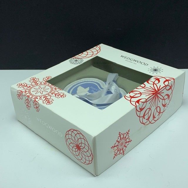 Wedgwood christmas ornament England First 2016 turtle doves figurine together 1