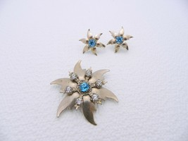 VTG Gold Tone Light Blue & Clear Rhinestone Flower Demi Parure Set - $9.90