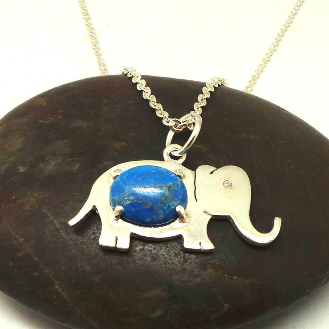 Handmade 925 Sterling Silver Elephant Turquoise Bead Oval Necklace Pendant