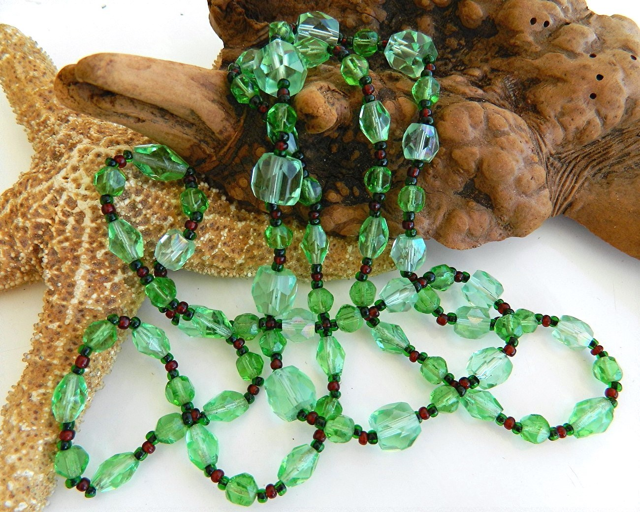 Vintage Glass Faceted Bead Necklace Green Red Graduated Long Strand