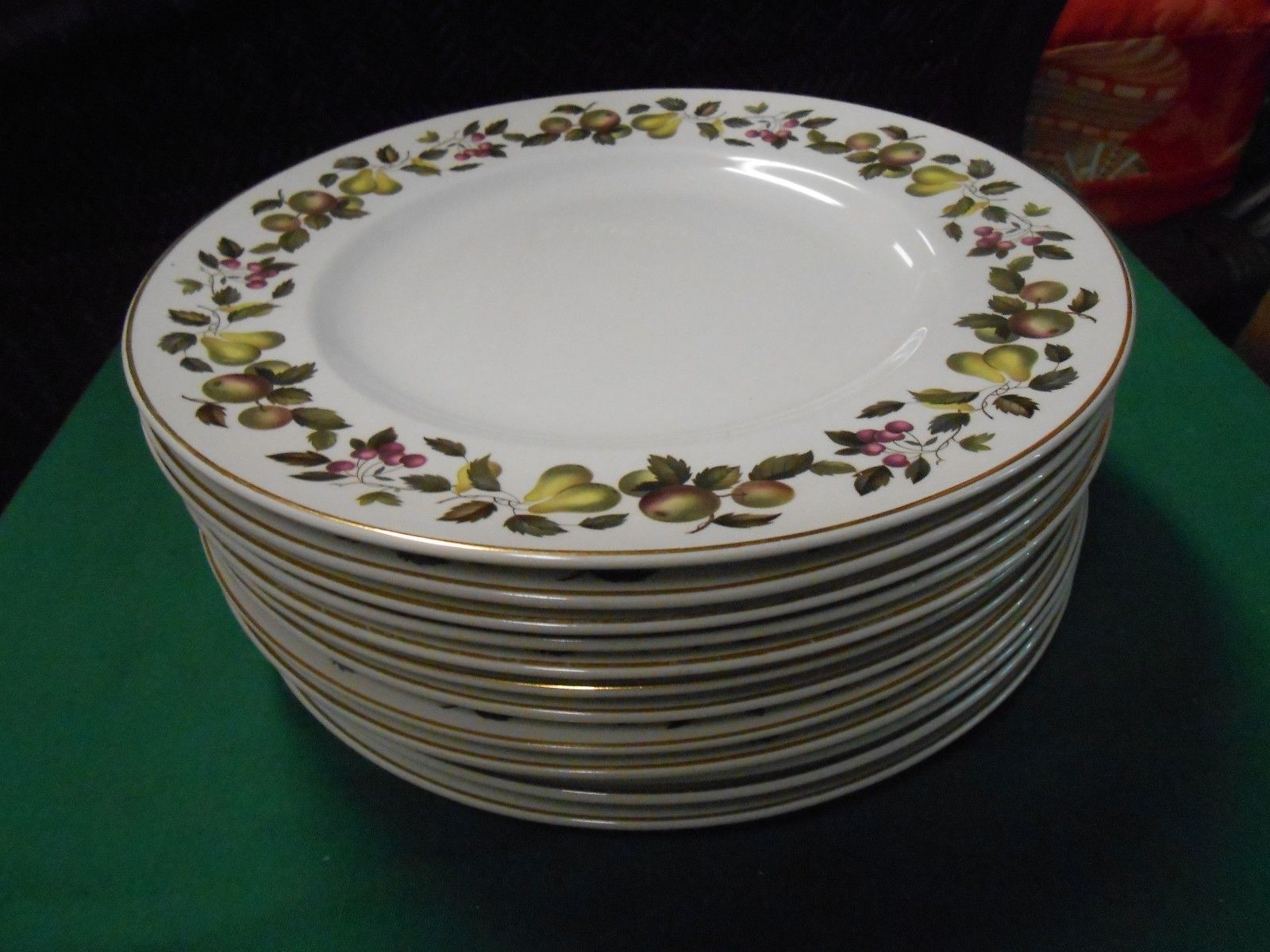 Beautiful Collectible EVESHAM  Mid Winter Staffordshire England 12 DINNER Plates & Beautiful Collectible EVESHAM