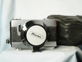 Ricoh Auto Shot Quality 35mm Compact Camera Cased c/w Hood  - Nice Set- - $35.00